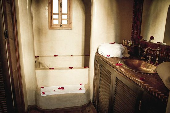 Riad Chbanate : The fabulous bathtub!