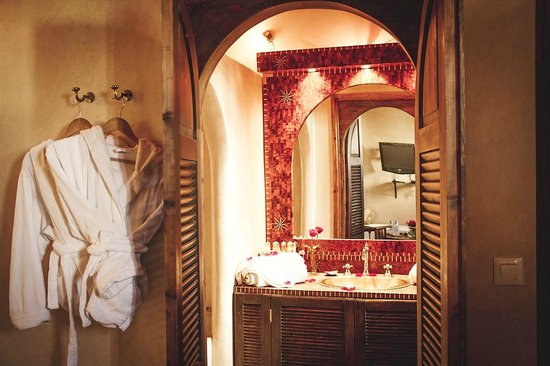 Riad Chbanate : Bathroom & robes