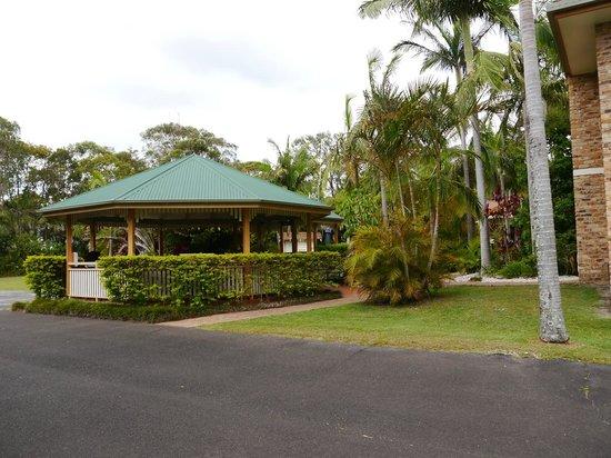 Byron Sunseeker Motel Byron Bay: BBQ area