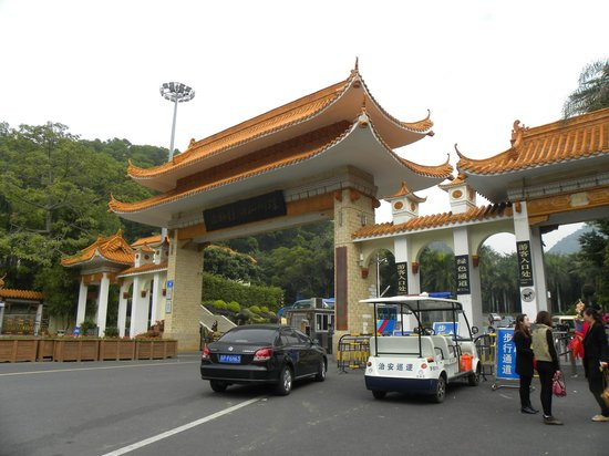 Xianhu Botanical Garden: Front gate
