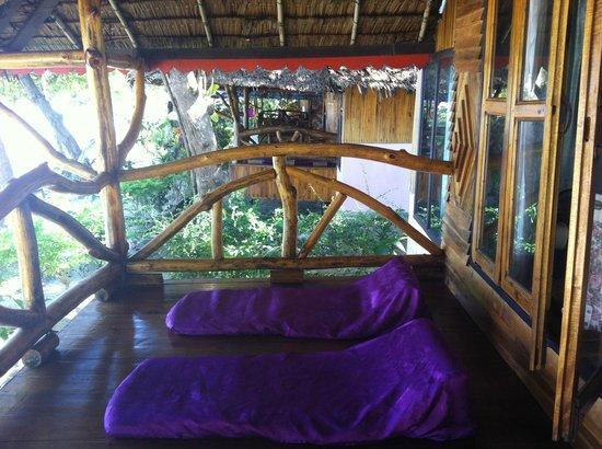 Phi Phi Relax Beach Resort: Balcony of Beach Front Bungalows