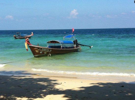 Phi Phi Relax Beach Resort : Long Boat