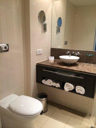 Skycity Darwin : bathroom