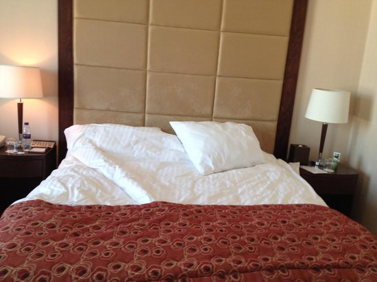 Park Regis Kris Kin Hotel : comfortable bed