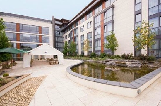 first floor garden terrace perfect for bbq 39 s picture of radisson blu royal hotel dublin. Black Bedroom Furniture Sets. Home Design Ideas