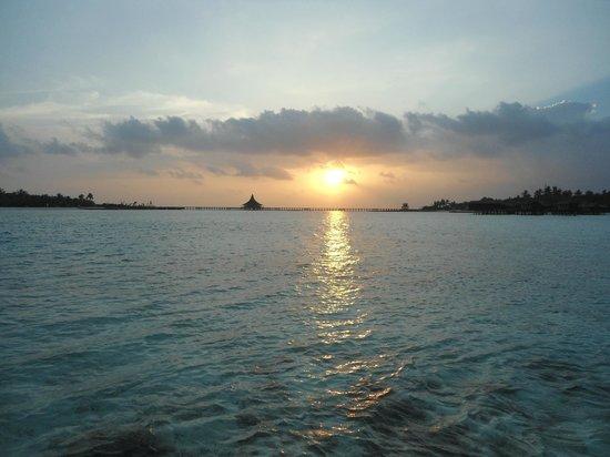 Anantara Dhigu MaldivesResort : sunrise