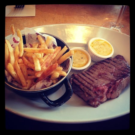 Cafe Rouge - York Coney Street: Rib eye with fries and bearnaise sauce. Perfection.