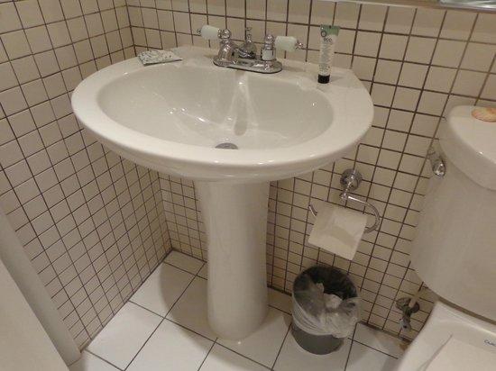 Cadet Hotel : Stanza da bagno