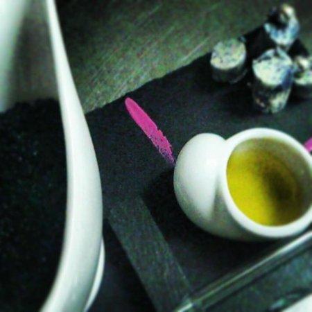 L'Home dels Nassos: caviar con violetas y trufa