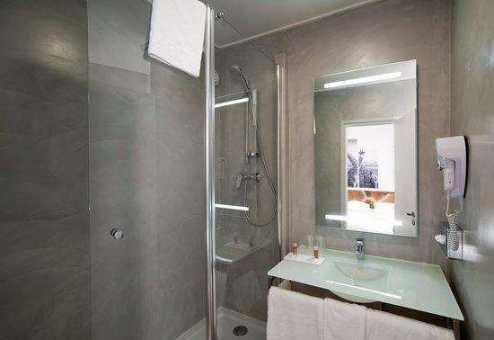 Inter-Hotel Rueil Centre: Salle de bains