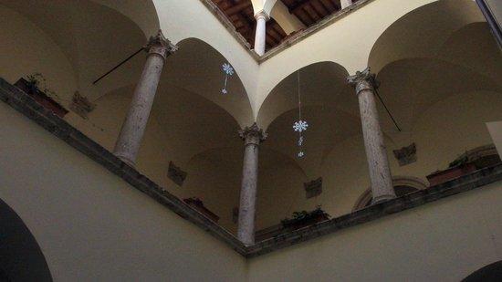 Palazzo Guiderocchi: Cortile