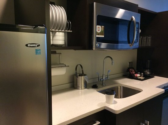 Home2 Suites by Hilton Philadelphia - Convention Center, PA: pantry in the suite