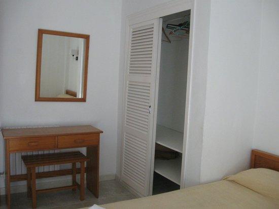 Apartamentos Es Salobrar: Armadio della camera da letto