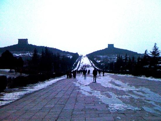 Tomb of Emperor Tang Gaozong (Qianling): winter at the tomb.. jan'12 Annh