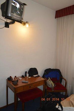 Hotel Tres Sargentos: TV 14