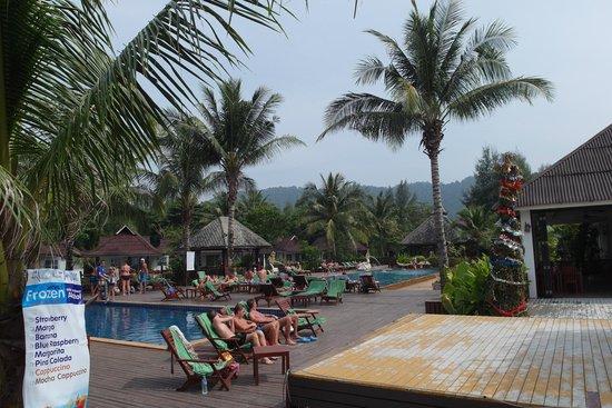 Nakara Long Beach Resort: Pool view