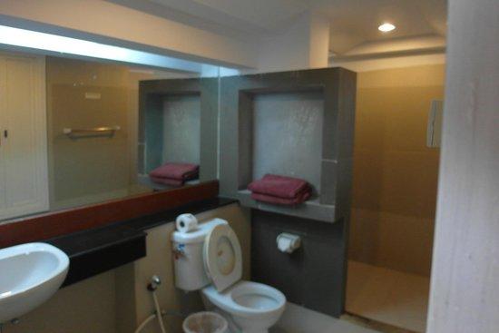 Nakara Long Beach Resort: big bathrooms with bad water heater and low pressure