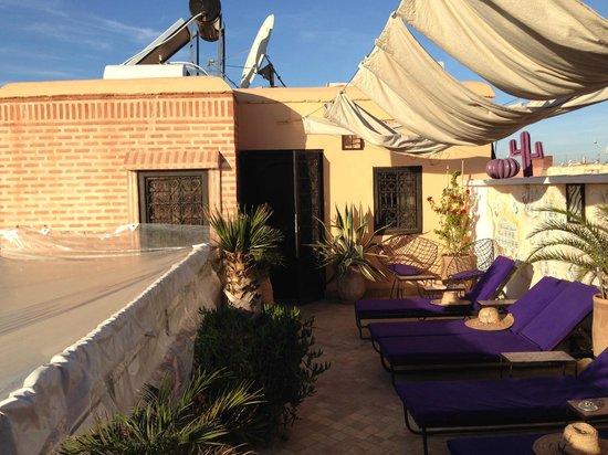 Riad Houdou: La chambre Babouches donnant sur la terrasse