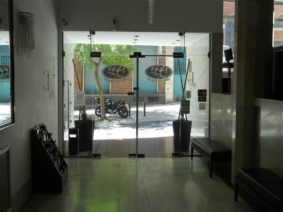Hotel Tres Sargentos: Entrada
