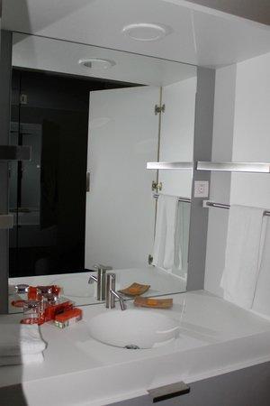 Room Mate Pau: Bathroom