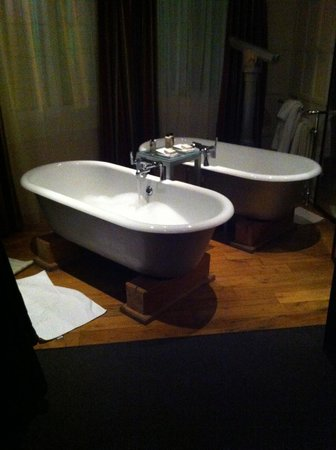Hotel du Vin : The room with two baths