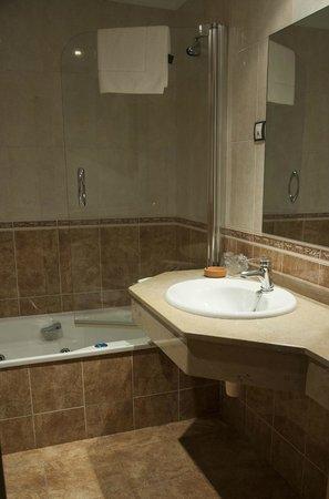 Hotel Casa Pipo: Uno de nuestros baños. Hidromasaje