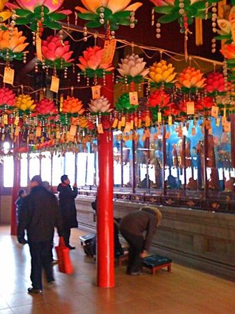 Jiming Temple : new years day february 2012.. Annh