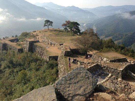 Takeda Castle Ruin : 本丸(天守)からの眺め