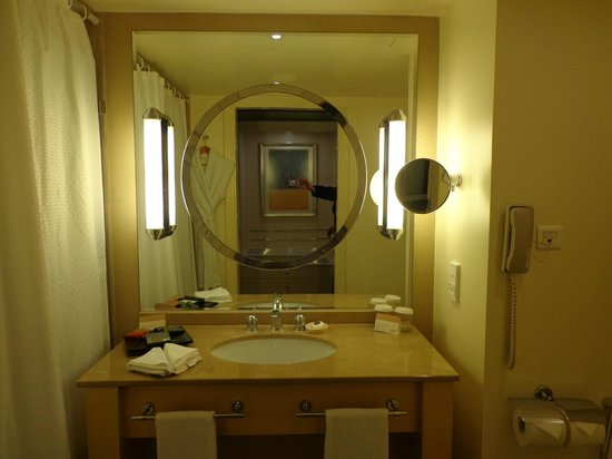 Mövenpick Hotel Beirut : Salle de bains