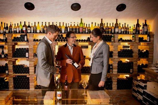 Hotel Enzian: Weinkeller