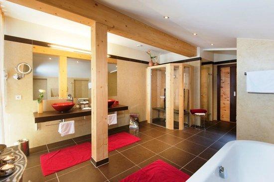 Photo of Hotel Enzian Obertauern