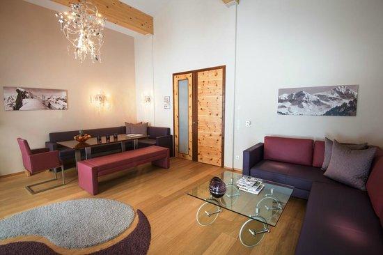 Hotel Enzian: Wohnzimmer Panorama Suite