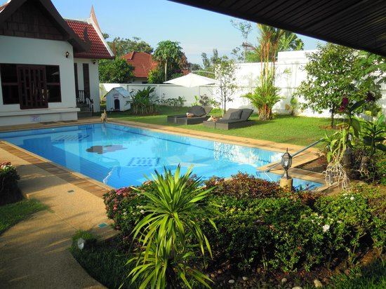 Phuket Baan Chang B&B: zwembad