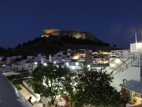 Mythos All Day Restaurant : View from the terrace once the sun has gone down