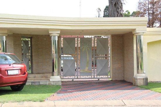 House of Noah Guesthouse: Main Entrance