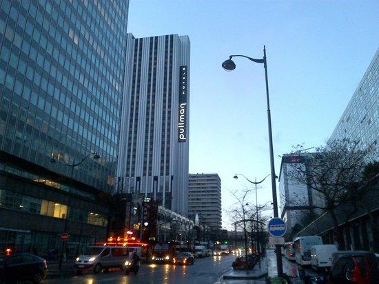 Pullman Paris Montparnasse : veduta Albergo da Rue Mouchotte, all'angolo della metro Gaité