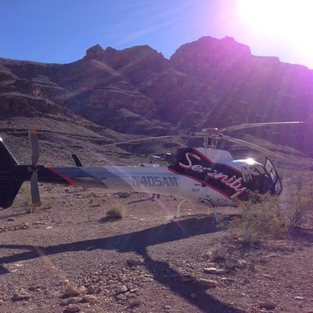 Serenity Helicopters : Serenity helicopter while in the Grand Canyon