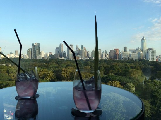 SO Sofitel Bangkok: Our welcome drink & lobby view