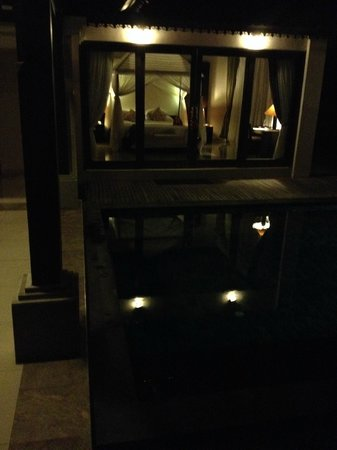 Santi Mandala : Villa & pool by night