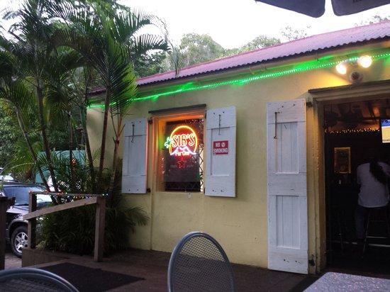 Sib's on the Mountain Bar and Restaurant: Sibs on the Mountain - restaurant and bar area