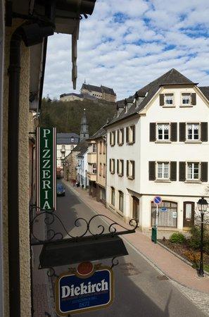 Hotel Petry: Вид из номера на замок.