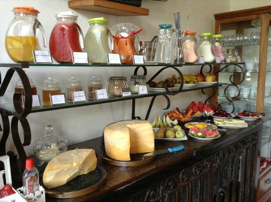 Pousada Araujo Bazilio: Café da manhã