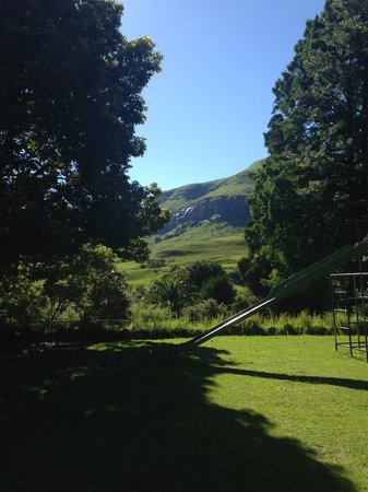 Cathedral Peak Hotel: View from children's play area