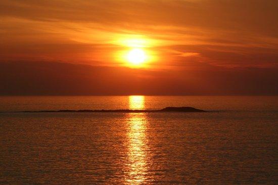 Auberge du Gros Bill : un coucher de soleil a la pointe du bile