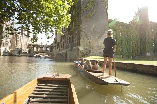 Scudamore's Punting Company: Bridge of Sighs Cambridge