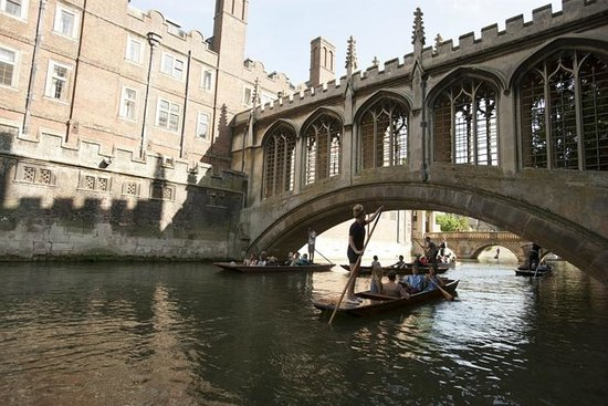 Scudamore's Punting Company: Punting under the Bridge of Sighs Cambridge