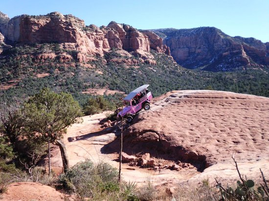 Pink Jeep Tours Sedona: The jeep behind us doing the 45 degree angle, a little more screaming involved!