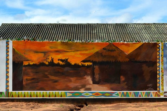 Zinga Backpackers: Wall paintings by local artist