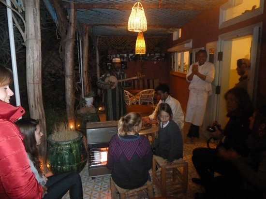 Maison d'hotes Dar Farhana: le salon extérieur