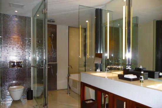 Hansar Bangkok Hotel: sehr schickes Bad